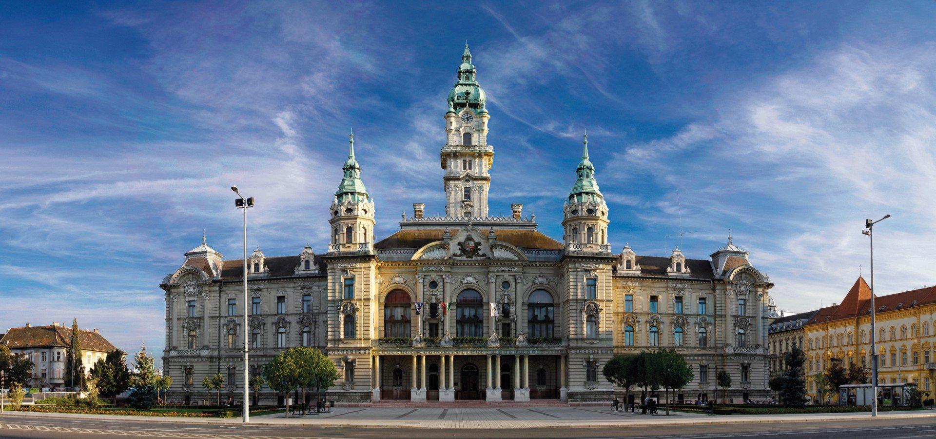 <a href='http://hellogyor.hu/en/sights/city-hall/'>City Hall</a>
