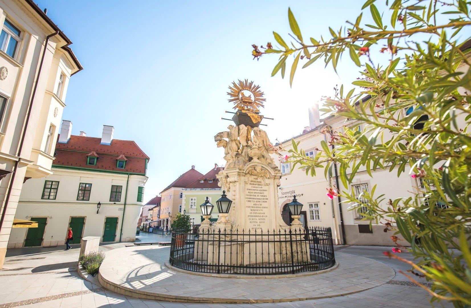 <a href='http://hellogyor.hu/en/sights/gutenberg-square/'>Gutenberg Square</a>