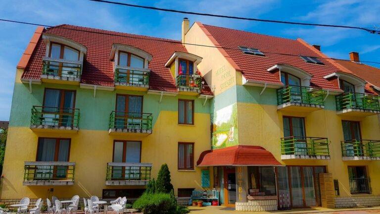 <a href='http://hellogyor.hu/de/unterkunft/hotel-szieszta-paar/'>Hotel Szieszta Paár ***</a>