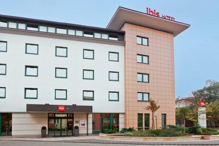<a href='http://hellogyor.hu/de/unterkunft/hotel-ibis-gyor/'>Hotel Ibis Győr ***</a>