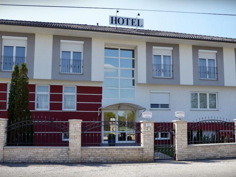 <a href='http://hellogyor.hu/en/accomodation/hotel-weldi/'>HOTEL WELDI ***</a>
