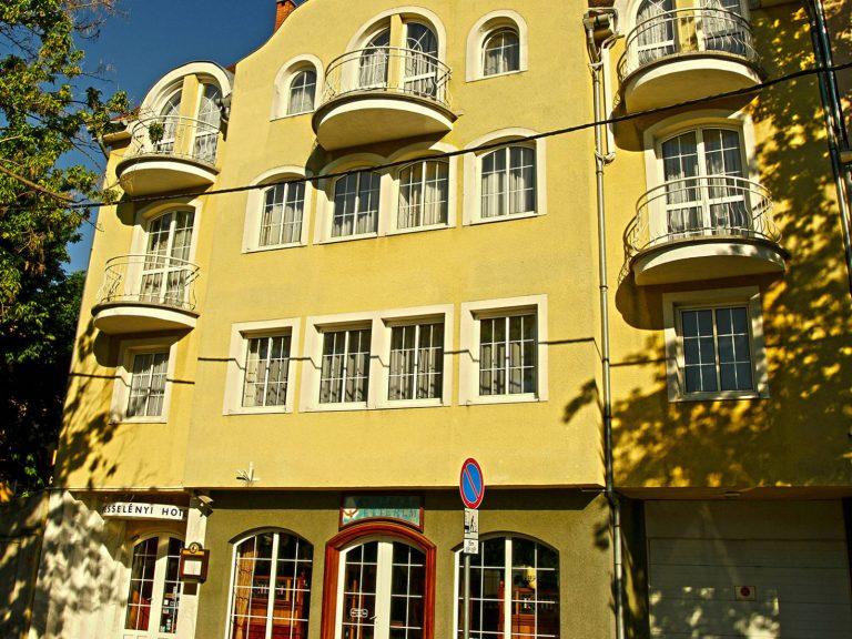 <a href='http://hellogyor.hu/de/unterkunft/hotel-wesselenyi/'>Hotel Wesselényi***</a>