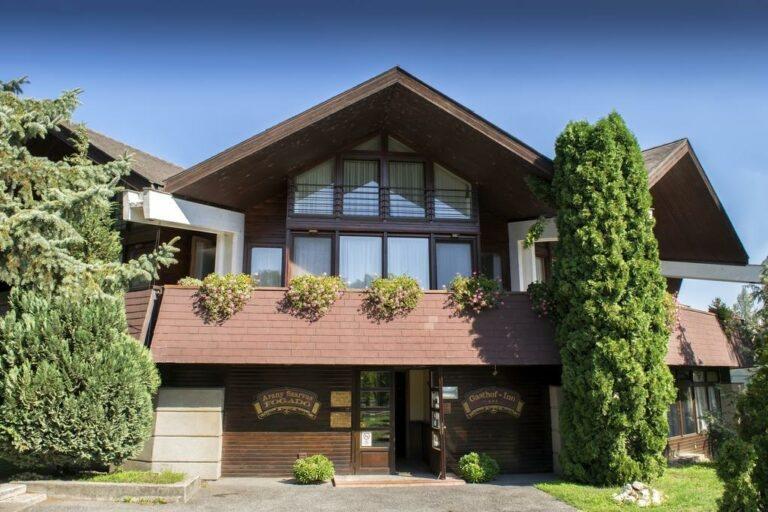 <a href='http://hellogyor.hu/en/accomodation/arany-szarvas-inn/'>Arany Szarvas Inn***</a>