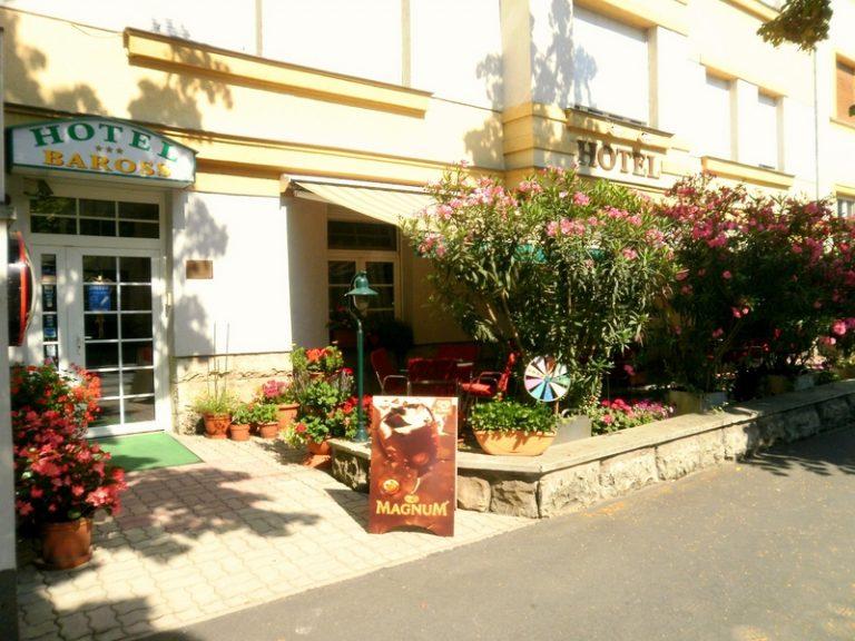 <a href='http://hellogyor.hu/en/accomodation/hotel-baross/'>HOTEL BAROSS ***</a>