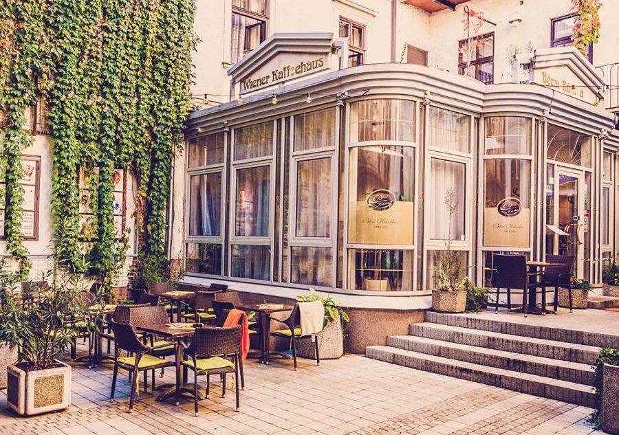 <a href='http://hellogyor.hu/de/gastronomie/becsi-kavehaz-es-cukraszda/'>Bécsi Kávéház És Cukrászda</a>