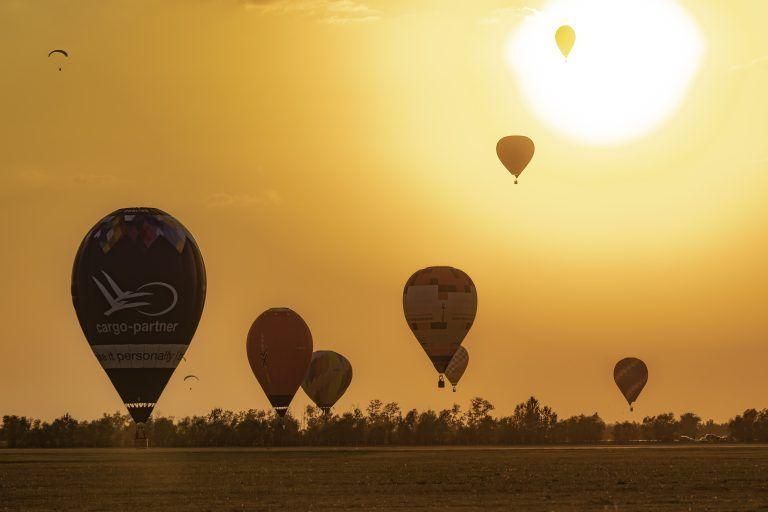 <a href='http://hellogyor.hu/de/aktive_freizeit/rundfluege/'>MolnAir - Heißluftballonfahren</a>