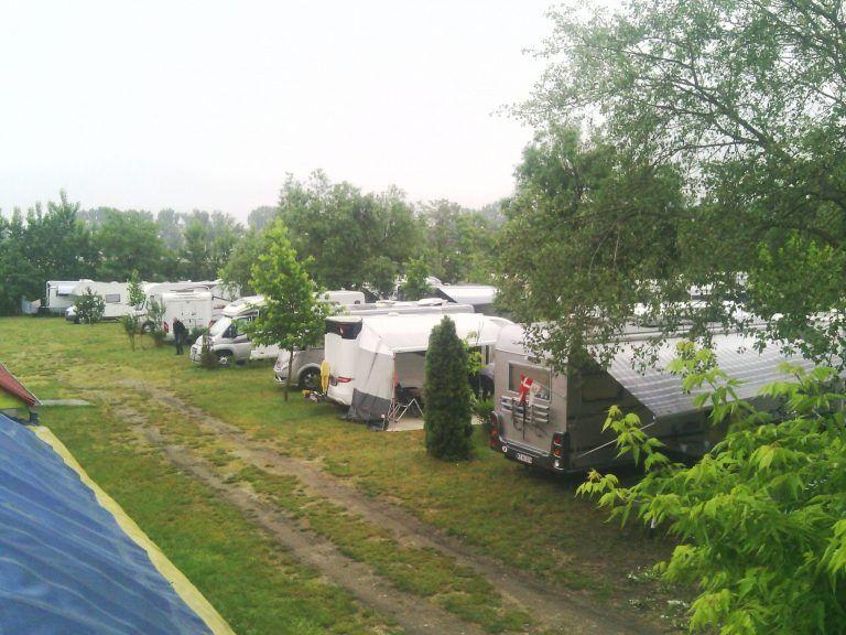 <a href='http://hellogyor.hu/en/accomodation/topart-camping/'>Tópart Camping</a>