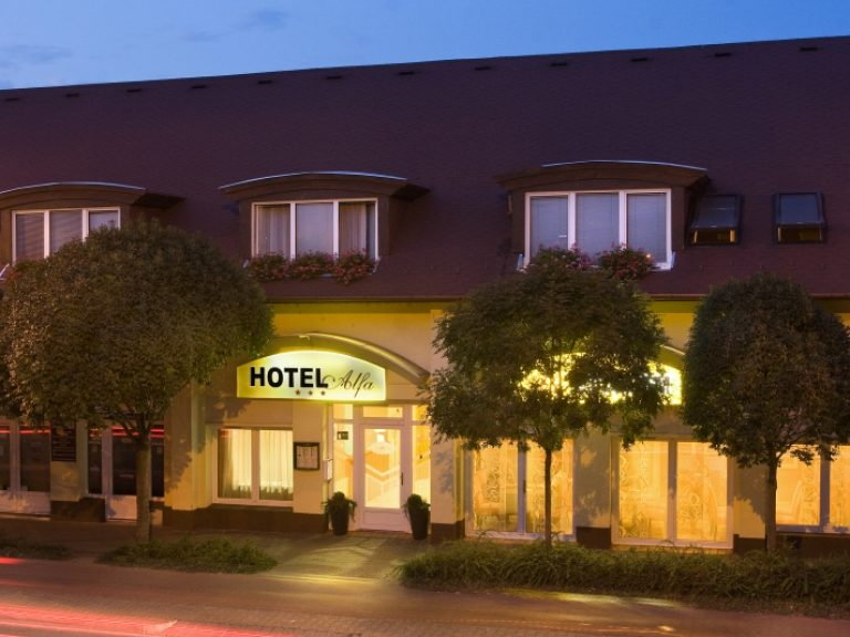 <a href='http://hellogyor.hu/en/accomodation/hotel-alfa/'>Hotel Alfa ***</a>