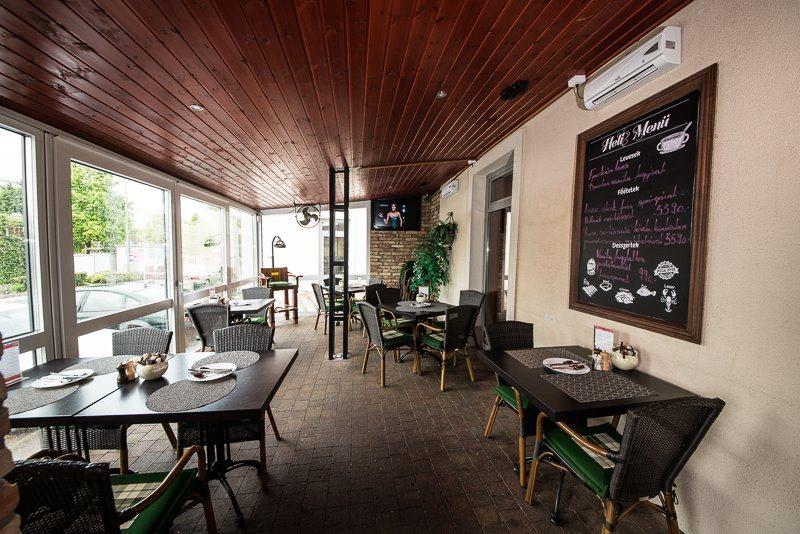 <a href='http://hellogyor.hu/de/gastronomie/cosa-nostra-pizzeria/'>Cosa Nostra Bar & Pizzeria</a>