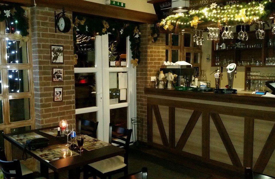 <a href='http://hellogyor.hu/de/gastronomie/csueloek-sarok-pub/'>Csülök Sarok Pub</a>