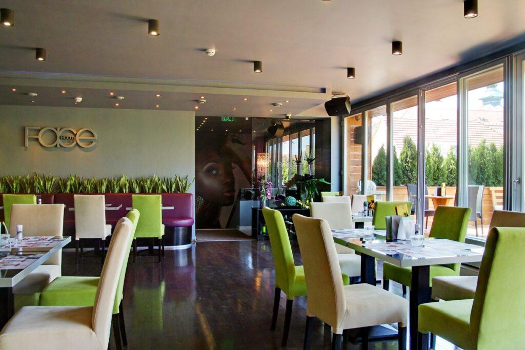 <a href='http://hellogyor.hu/de/gastronomie/faceroom-etterem-es-drinkbar/'>Faceroom Étterem És Drinkbár</a>