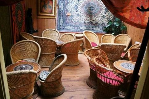 <a href='http://hellogyor.hu/de/gastronomie/mandala-teahaz/'>Mandala Teaház</a>