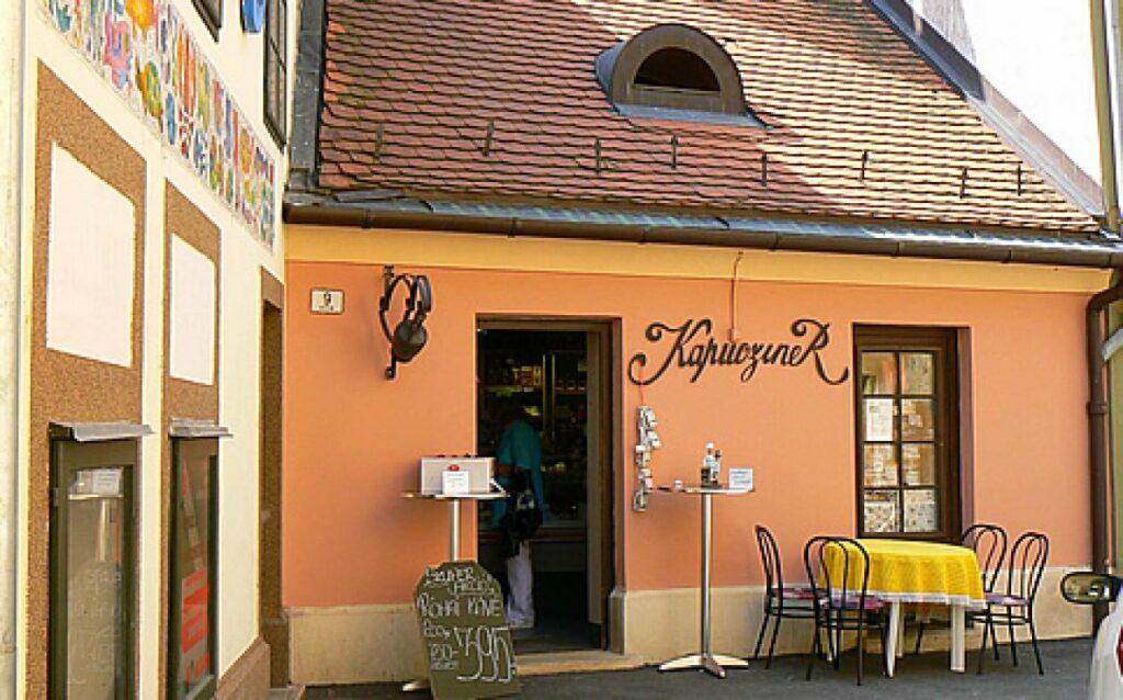 <a href='http://hellogyor.hu/de/gastronomie/kapucziner-kavezo/'>Kapucziner Kávézó</a>