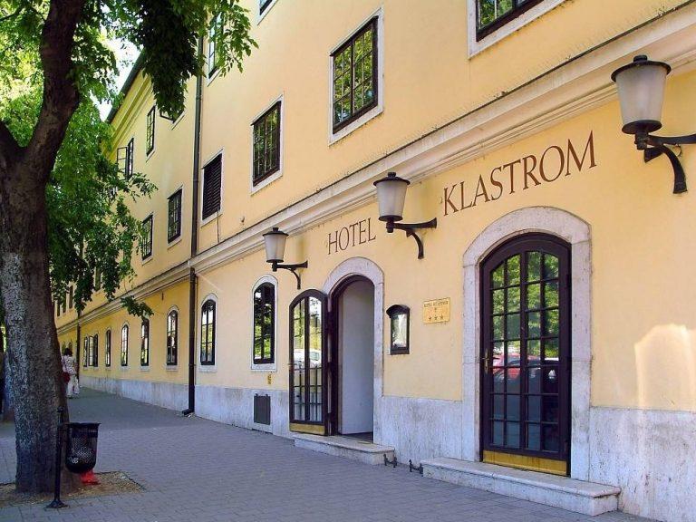 <a href='http://hellogyor.hu/en/accomodation/hotel-klastrom/'>Hotel Klastrom ***</a>