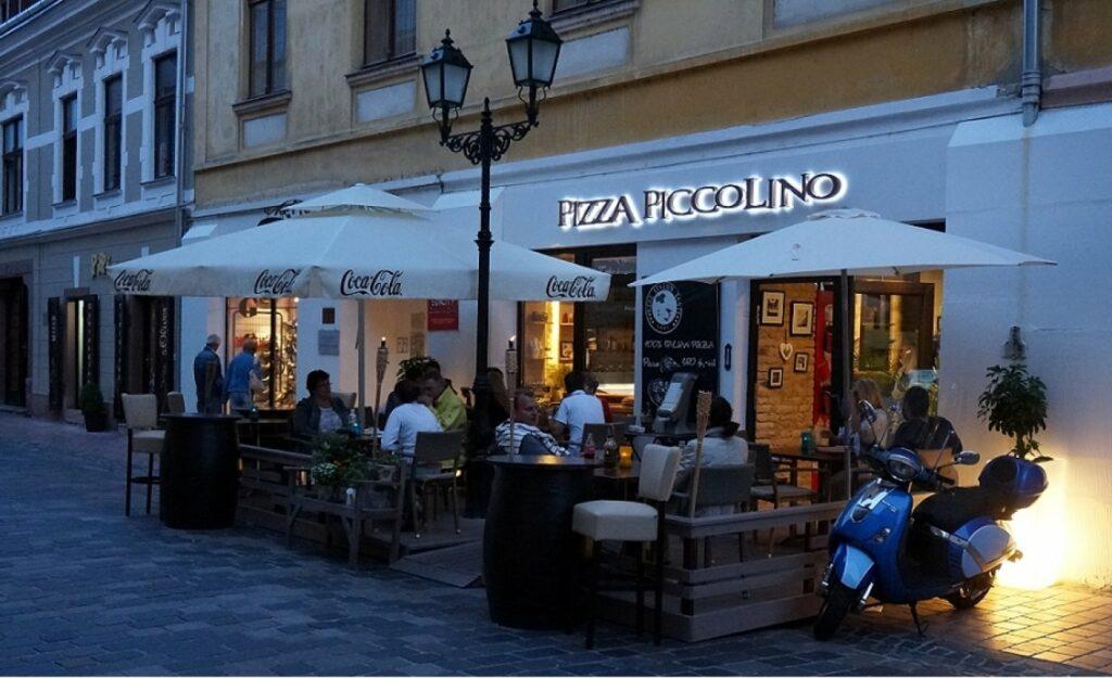 <a href='http://hellogyor.hu/de/gastronomie/pizza-piccolino/'>Pizza Piccolino</a>