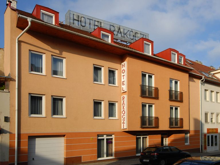 <a href='http://hellogyor.hu/en/accomodation/hotel-rakoczi/'>Hotel Rákóczi ***</a>
