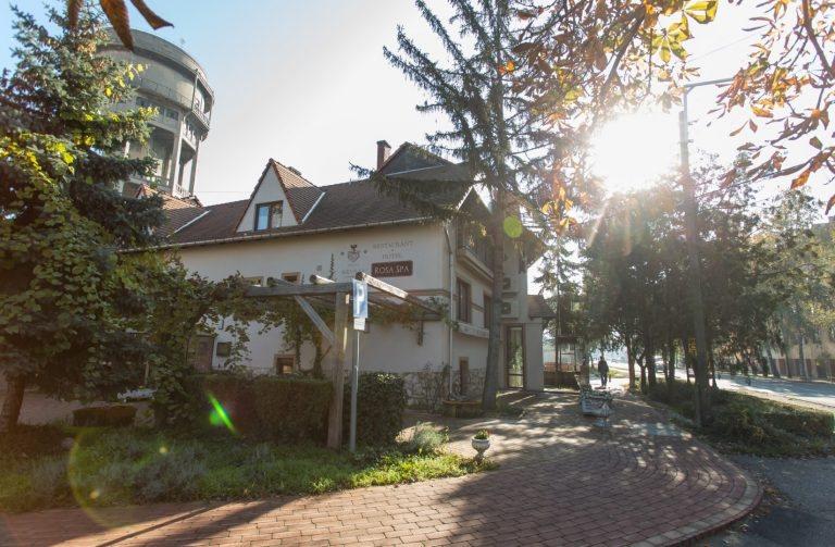 <a href='http://hellogyor.hu/en/accomodation/revesz-hotel/'>Révész Hotel***</a>