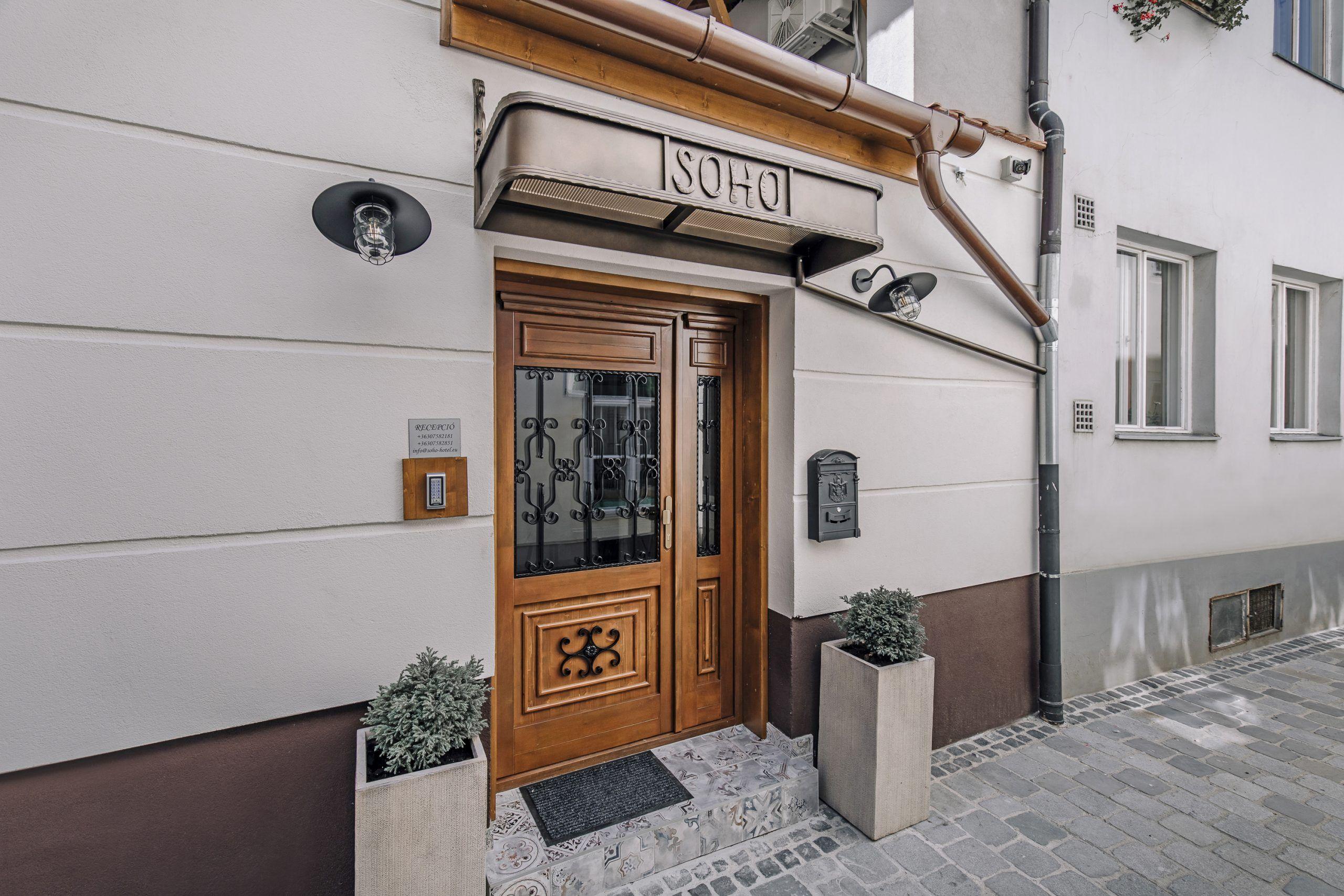 <a href='http://hellogyor.hu/en/accomodation/soho-apartment-house/'>Soho Apartment-House</a>