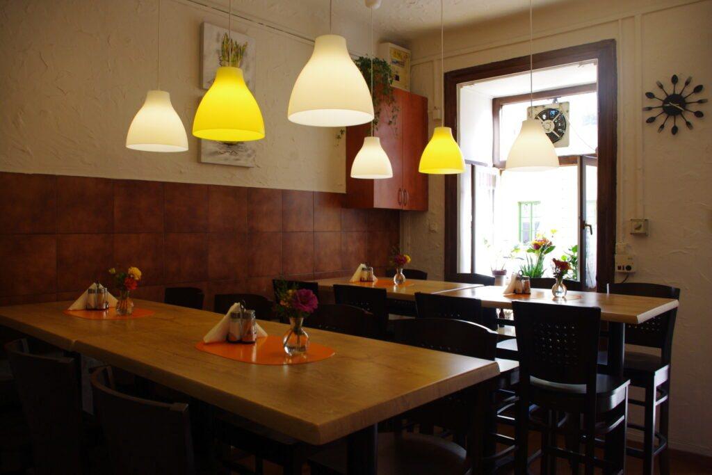 <a href='http://hellogyor.hu/de/gastronomie/sziget-bisztro/'>Sziget Bisztró</a>
