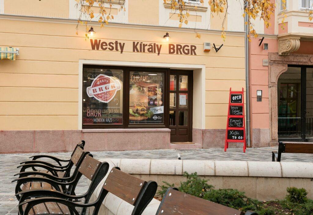 <a href='http://hellogyor.hu/de/gastronomie/westy-kiraly-brgr/'>Westy Király Brgr</a>