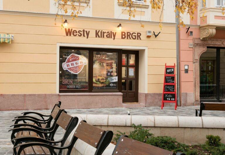 <a href='http://hellogyor.hu/gasztronomia/westy-kiraly-brgr/'>Westy Király Brgr</a>