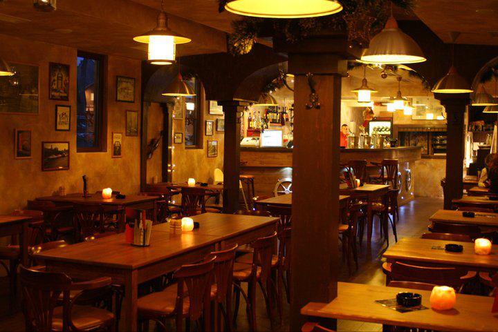 <a href='http://hellogyor.hu/de/gastronomie/westy-hajo-etterem-pub/'>Westy Hajó Étterem & Pub</a>