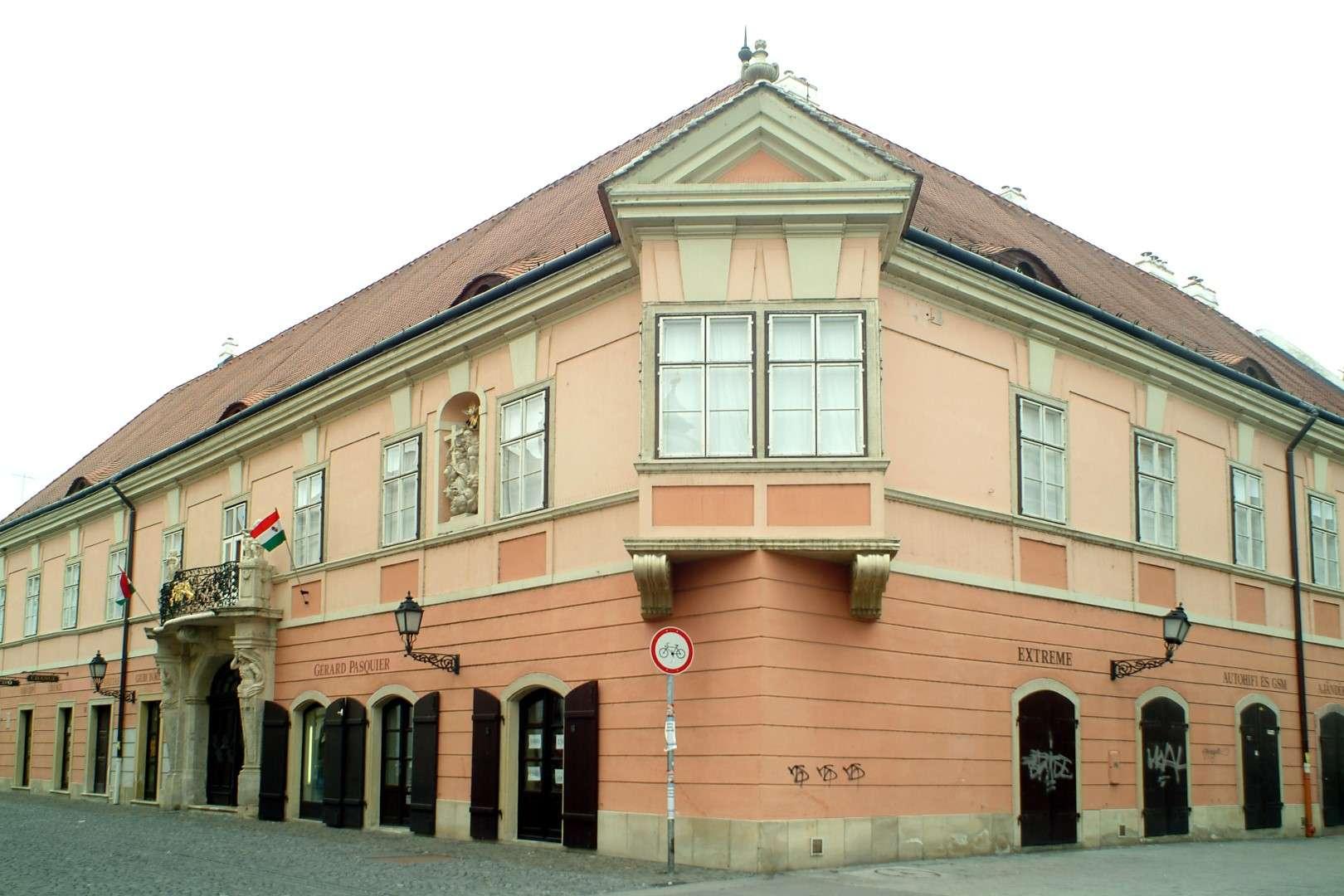 <a href='http://hellogyor.hu/en/sights/esterhazy-palace/'>Esterházy Palace</a>