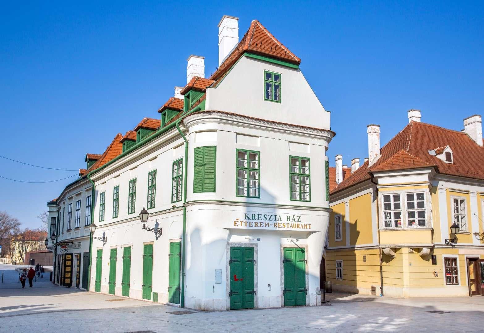 <a href='http://hellogyor.hu/en/sights/kreszta-house/'>Kreszta House</a>