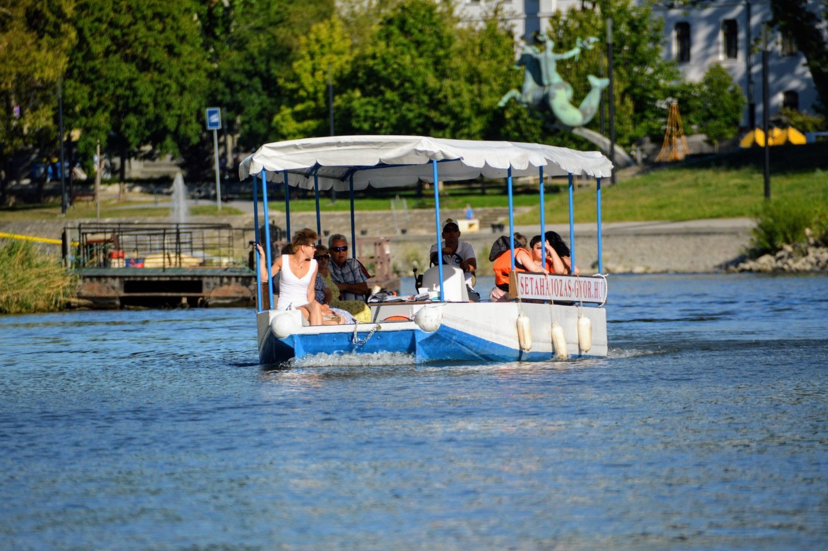 <a href='http://hellogyor.hu/en/active_leisure/boat-tour-in-gyor/'>Boat tour in Győr</a>